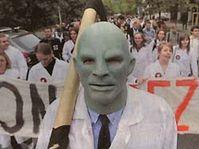 Les étudiants en médecine ont protesté devant le ministère de la Santé, photo: Hospodářské noviny, 21.5.08