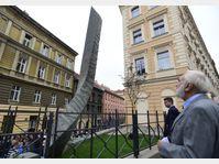 La sculpture dédiée à Jaroslav Seifert dans le quartier de Žižkov, photo: ČTK