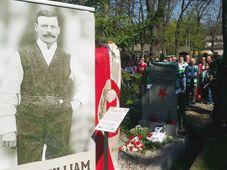 Glasgow Celtic and Prague Slavia fans pay homage to Johnny Madden, photo: Miroslav Pomikal