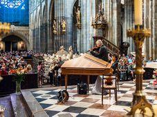 """Noche de las Iglesias 2017, Concierto en la Catedral de Praga de St Vitus, foto: Lucíe Horníková, """"Člověk a víra"""" (Man and faith)"""