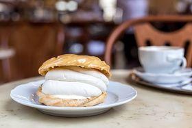 Пироженное в Café Savoy, Фото: официальный фейсбук Café Savoy