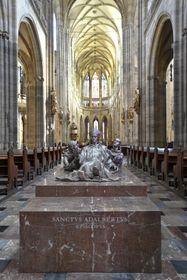 La statue de saint Adalbert à la cathédrale Saint-Guy, photo: ČTK