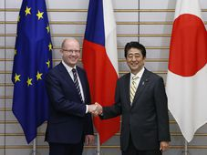 Bohuslav Sobotka and Shinzo Abe, photo: ČTK