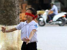 Blindekuh spielen - hrát na slepou bábu (Foto: AdamCohn via Foter.com / CC BY-NC-ND)