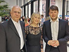 Reinhold Stiebert, Olga Fröhlichová und Simon Fröhlich (Foto: Maria Hammerich-Maier)