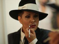 """Dagmar Pecková bereitet sich auf ihre Rolle in der Cabaret-Revue """"Wanted"""" vor (Foto: Jaroslav Urban, Archiv des Tschechischen Rundfunks)"""