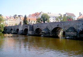 El puente de piedra en la ciudad de Písek, foto: Magdalena Kašubová