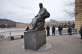 Socha Bedřicha Smetany na Novotného lávce uVltavy, foto: Jorge Láscar, CC BY 2.0