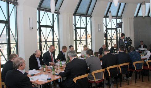 Pressekonferenz zur DTIHK-Konjunkturumfrage 2017 (Foto: Archiv DTIHK)