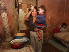 Familie der Roma in Trhoviste in der Slowakei, Foto: CTK