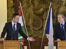 Martin Stropnický (à droite), a accueilli à Prague, son homologue hongrois Péter Szijjártó, photo: ČTK