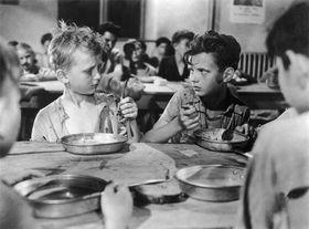 Ivan Jandl (à gauche) dans le film Les Anges marqués, photo : Metro-Goldwyn-Mayer (MGM)