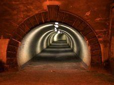 Tunnel - tunel (Foto: Barbora Kmentová)