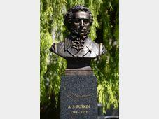 Busta ruského básníka Alexandra Sergejeviče Puškina na Puškinově náměstí v Praze 6, foto: ČTK