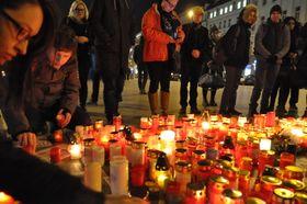 People pay homage to Ján Kuciak, Wenceslas Square, Prague, photo: CTK