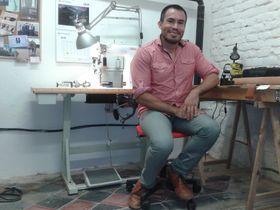 Fernando Echeverría en su taller, foto: Ana Briceño