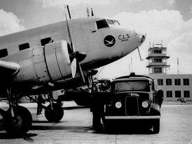 Douglas DC-2 na letišti Ruzyně, foto: Archiv Letiště Praha, a. s.