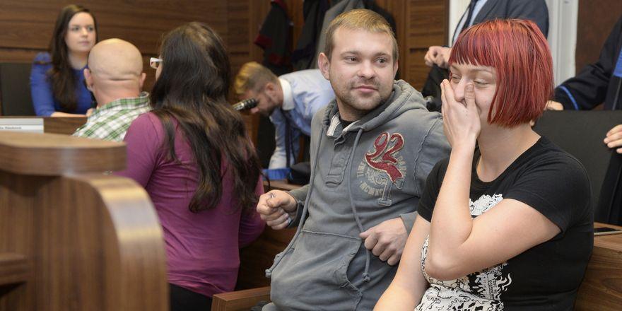 Двое из подсудимых - Катарина Зезулова и Мартин Игначак - после озвучания оправдательного вердикта суда, Фото: ЧТК
