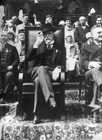 Tomáš Garrigue Masaryk at Sokol gathering, photo: Bundesarchiv, Bild 102-13623 / CC-BY-SA 3.0