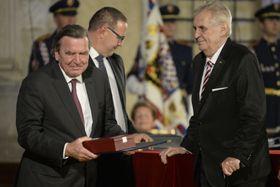 Gerhard Schröder und Miloš Zeman (Foto: ČTK)