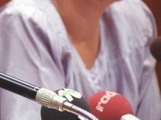 Angela Merkel im Jahr 1990 (Foto: Bundesarchiv, Bild 183-1990-0803-017 / Settnik, Bernd / CC-BY-SA 3.0 Unported)