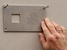 Установление первой мемориальной таблички в Праге, Фото: Тимур Кашапов, Чешское радио - Радио Прага