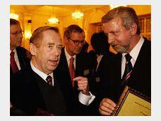 Vaclav Havel and Aljaksandr Milinkevic, photo: CTK