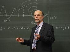 Lehrer - učitel (Foto: WikimediaImages / Pixabay CC0 Public Domain)