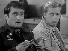 Pavel Landovský a Václav Havel ve filmu Každý mladý muž (1965), foto: YouTube