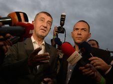 Andrej Babiš před volebním štábem, foto: ČTK
