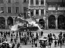 Оккупация Чехословакии войсками Варшавского договора, август 1968 г., Фото: Вацлав Тоужимски, архив Чешских Центров