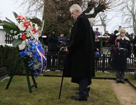 Милош Земан у могилы Т. Г. Масарика накануне инаугурации, фото: ЧТК