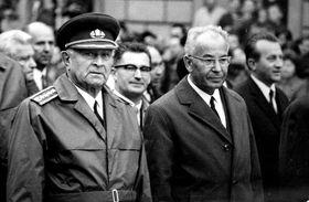 Ludvík Svoboda und Gustáv Husák (Foto: Peter Zelizňák, Public Domain)