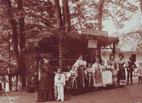 Gräfin Serenyi (links). Foto: Archiv NPÚ