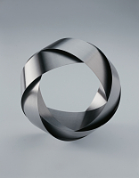 Eva Eislerov - 'Bracelet M', photo: Academy of Arts, Architecture and Design in Prague