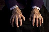 Martin Suchánek: Hände von Geraldina Muchová (Zyklus Falten)