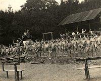 """""""Vzduchoplavba"""" - Körpergymnastik (Foto: Archiv des Museums Südostmährens in Zlín)"""