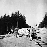 Káranci při práci; zdroj: fotografie z MRK (originál uložen v NAP)
