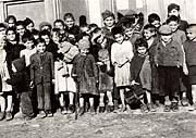 Kinder im KZ Lety (Foto: Museum für die Roma-Kultur)