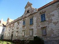 Uherčice château, photo: Podzemnik, CC BY-SA 3.0