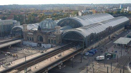 Dresden Hauptbahnhof (Foto: Hullbr3ach, CC BY-SA 2.5)