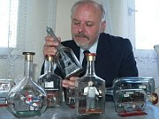 Emanuel Hoda and his bottles, photo: Klara Alesova, Denik