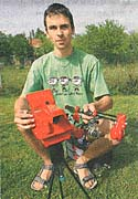 Tomas Nezval with his automated fishing rod, photo: MFDnes, 22.5.07