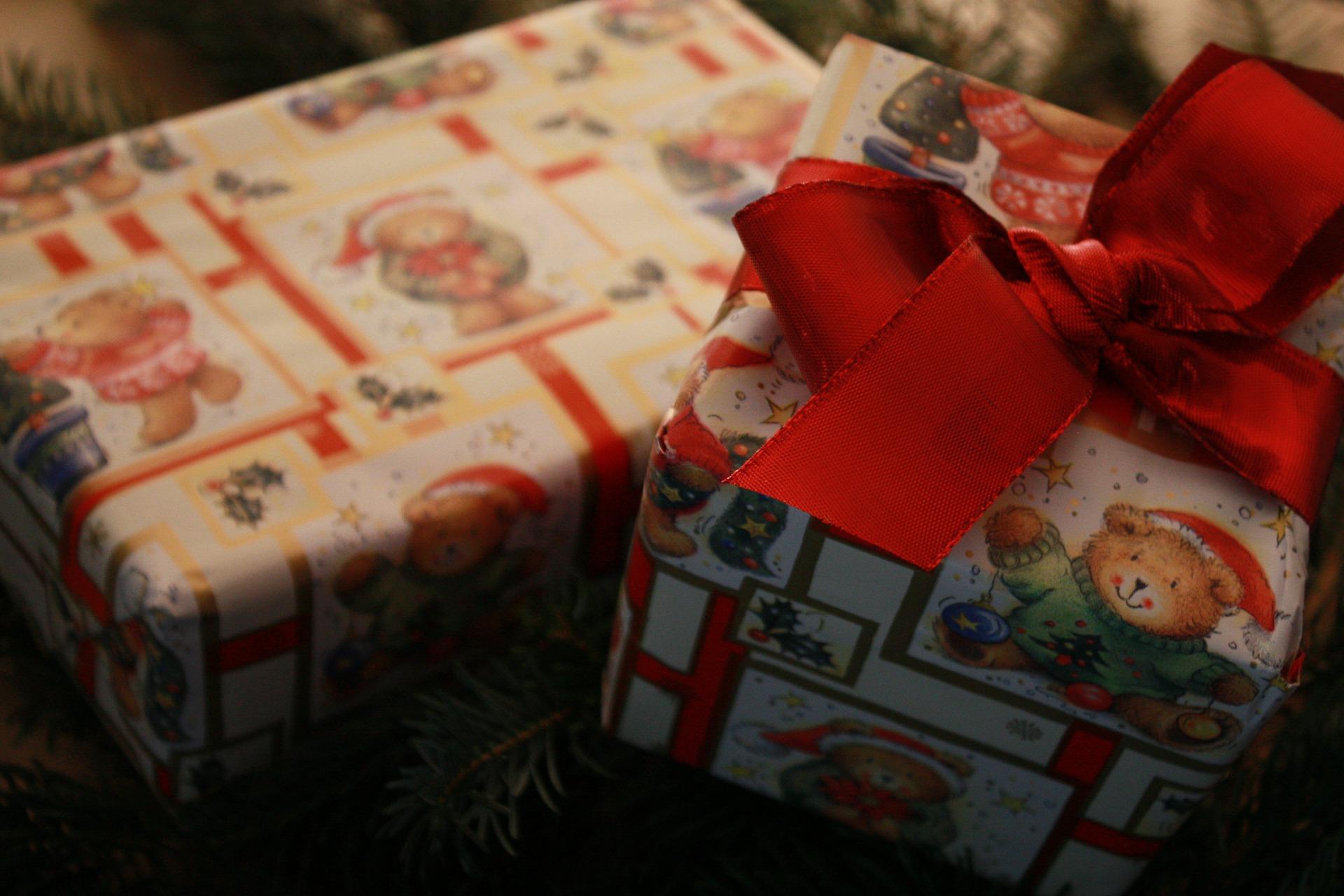 Weihnachtsgeschenke - vánoční dárky (Foto: Gerd Altmann, Pixabay / CC0)