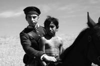 Mihai Comanoiu a Alberto Dinache ve filmu Aferim! (Foto: Silviu Ghetie)