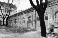 Jatka v Brně byly místem, kde byli shromážděni Romové před transportem do Osvětimi (Foto z roku 2000: Evžen Sobek, Muzeum romské kultury)