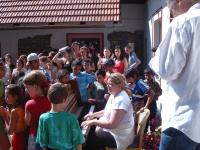 Ida Kelarová při workshopu s dětmi (Foto: o. s. Miret)