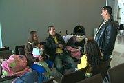 Čeští Romové na letišti v Kanadě (Foto: www.ctv.ca)