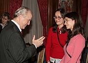 Zleva: Americký velvyslanec Colin Powell, Iveta Kenety a Gabriela Hrabaňová (Foto: Jiří Suttner)