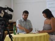 Richard Samko vede mediální školení při politickém výcviku pro romské ženy (Foto: www.slovo21.cz)